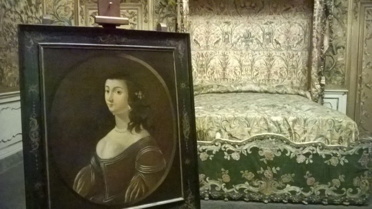 Lucida Mansi è uno dei personaggi più curiosi della storia toscana. Dama del 1600, si crede che il suo fantasma vaghi nella Villa Mansi a Lucca