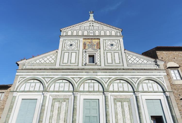 La Basilica di San Miniato al Monte è una delle tre chiese gemelle di Firenze, che dall'alto della collina splende di arte, storia e bellezza