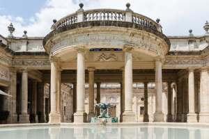 Montecatini Terme è uno dei luoghi di vacanza più celebri della Toscana. Sin dall'Ottocento, la cittadina ha rappresentato un punto di riferimento per le cure termali