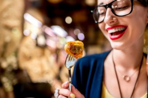 Seconda la ricerca Food Travel Monitor, condotta da Roberta Garibaldi dell'Università di Brescia e il World Food Travel Association, il turismo enogastronomico muove 1 italiano su 3.