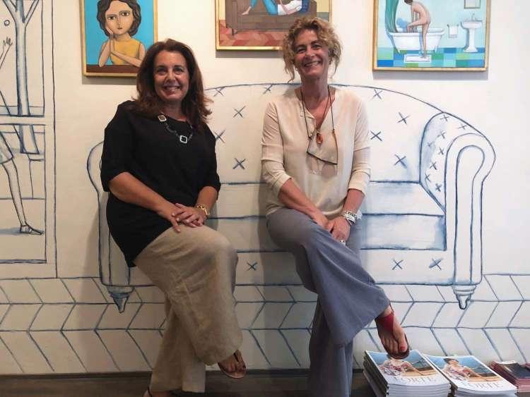 Susanna Orlando è una gallerista toscana specializzata nell'abbinamento tra quadro e cornice, proprietaria della Galleria Susanna Orlando a Pietrasanta.