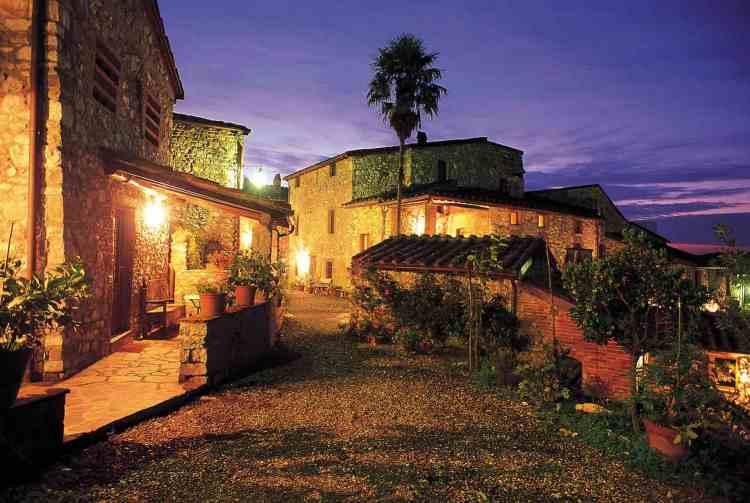 Borgo Giusto è un albergo diffuso in un borgo del Seicento tra Lucca e Firenze. Offre inoltre: ristorante, bottega, SPA & Wellness e 2 piscine