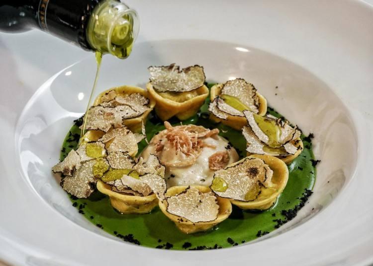 Andrea Perini, giovane chef fiorentino del ristorante Al 588, Resort Borgo I Vicelli, è stato eletto Ristoratore dell'Anno da Flos Olei 2019