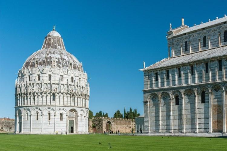 Il Battistero di Pisa si trova in Piazza dei Miracoli