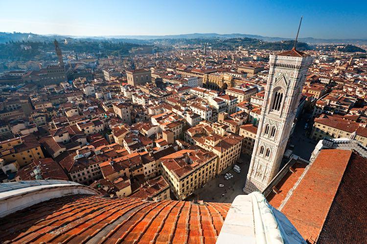 Storia, aneddoti e curiosità sul Campanile di Giotto, torre campanaria del Duomo di Firenze, che domina la città con i suoi 84,70 metri