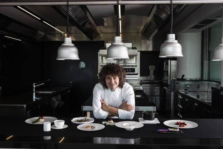 La cucina contemporanea raccontata da Valentino Cassanelli, chef neostellato del Lux Lucis il ristorante dell'Hotel Principe di Forte dei Marmi