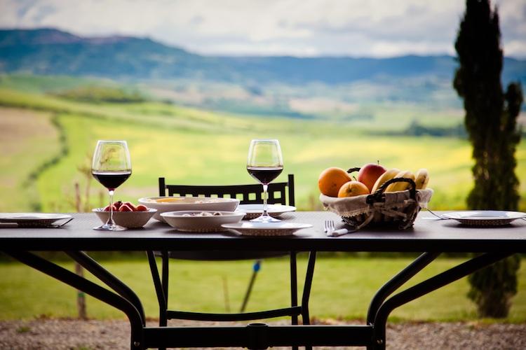Il vino Chianti trionfa sui social piazzandosi al 2° posto nella classifica dei vini, con 117.459 mention, preceduto dal Prosecco.