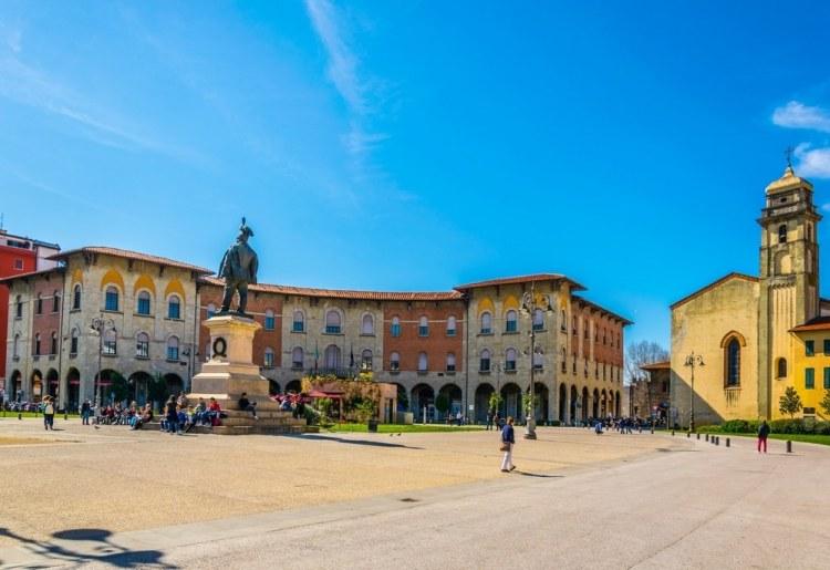 Visitare Pisa in weekend permette di: esplorare la città, concedersi un pranzo di pesce alla foce dell'Arno e scoprire il Parco di San Rossore