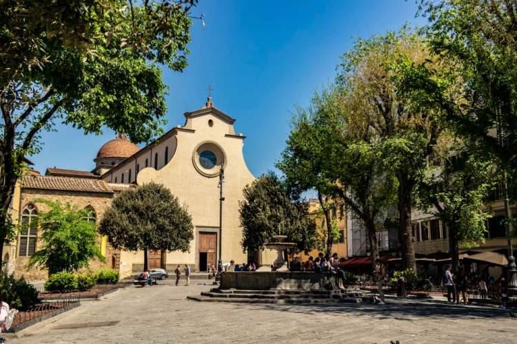 Piazza Santa Spirito a Firenze, nel quartiere storico di Santo Spirito, detto Oltrarno, sede della squadra dei Bianchi del Calcio Storico fiorentino