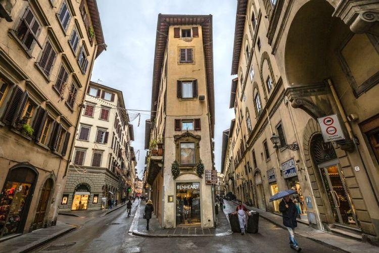 I canti nelle vie storiche di Firenze sono gli angoli delle strade
