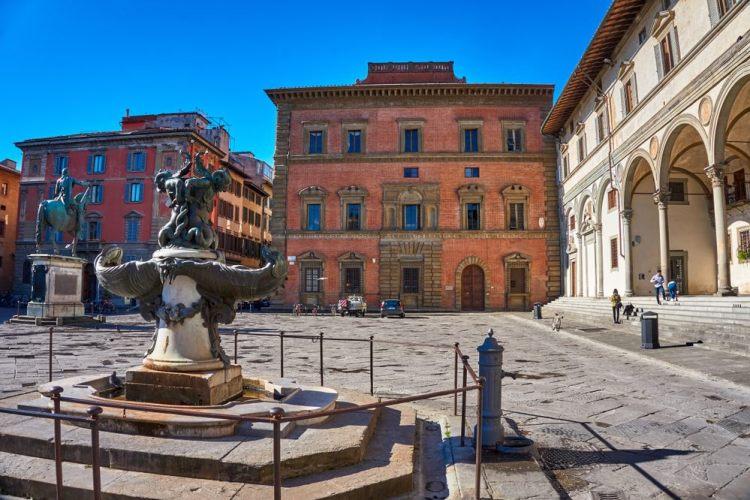 Piazza SS Annunziata è una delle più belle piazze di Firenze