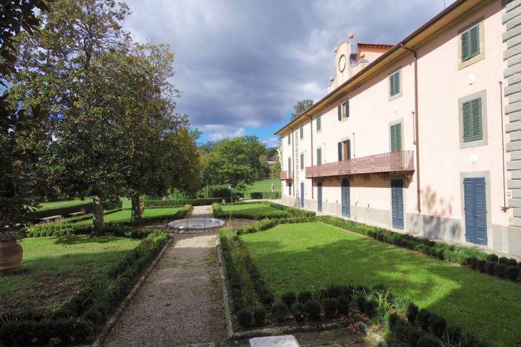 La Villa medicea di Pratolino, oggi Villa Demidoff, è stata fondata dal Granduca Francesco I.