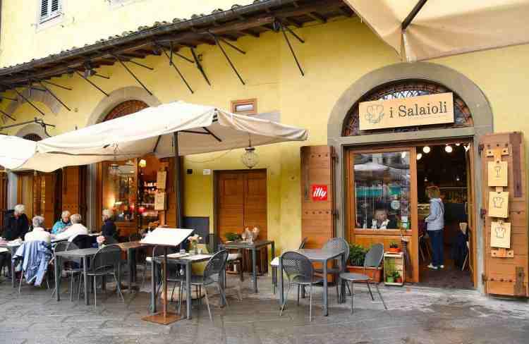 Esterno dei Salaioli, la bottega ristorante nel cuore di Pistoia