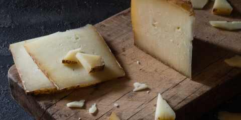 Il Pecorino toscano DOP è uno dei 16 prodotti toscani che hanno ottenuto la Denominazioni di Origine Protetta