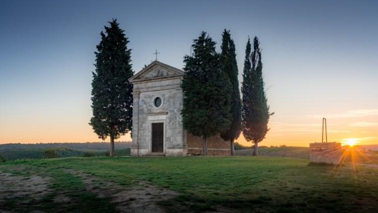 La Cappella della Madonna di Vitaleta in Val d'Orcia è uno dei luoghi simbolo della Toscana.