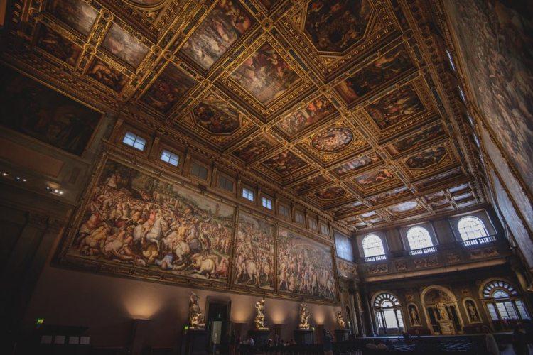 Il Salone dei Cinquecento è il luogo dove si tiene il Gran ballo del Carnevale fiorentino.