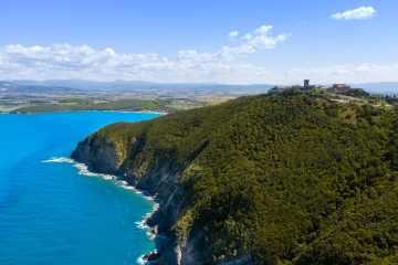 Costa degli Etruschi in Val di Cornia lungo il percorso delle torri costiere della Val di Cornia