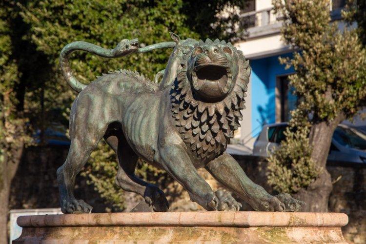 La chimera etrusca diventata simbolo della città di Arezzo