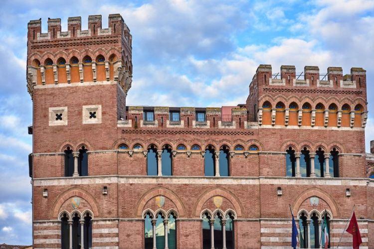 Palazzo della Provincia o Palazzo del Podestà a Grosseto accanto al Duomo