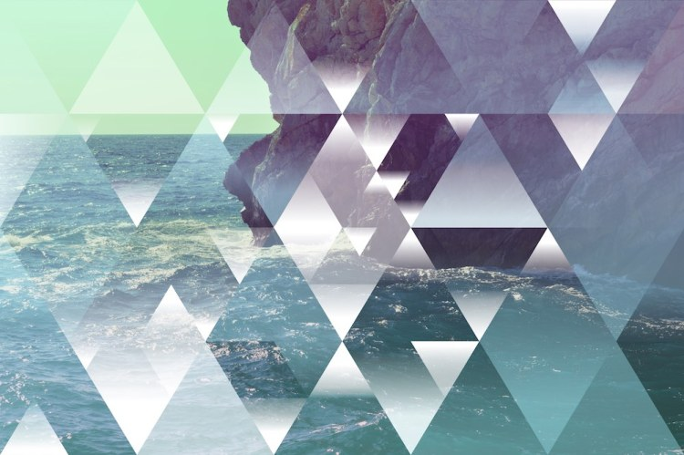 Triangoli infiniti sul mare