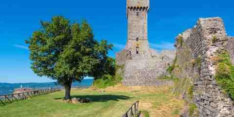 La torre della Rocca di Radicofani è legata alla storia di Ghino di Tacco, il Robin Hood della Toscana