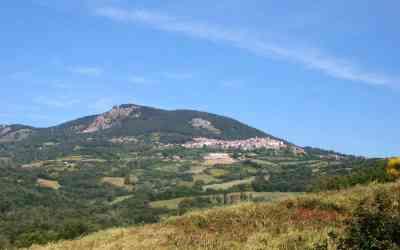 Castell'Azzara è un borgo toscano sul monte Amiata