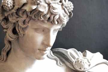 Antica statua greca: Antonio vestito da Dioniso