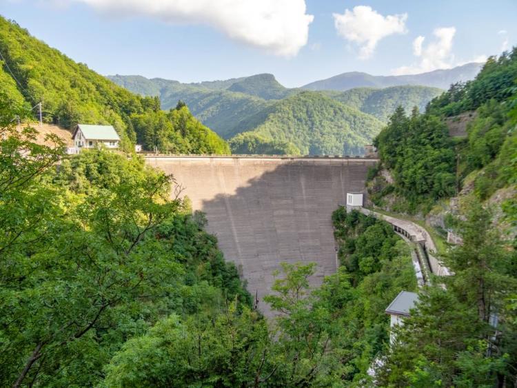 La diga sul lago di Vagli che contiene il torrente Endron in Garfagnana