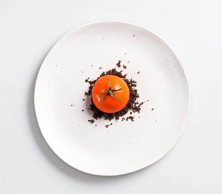 Il pomodoro ripieno dello chef Lorenzo Romano dell'Insolita Trattoria Tre Soldi di Firenze