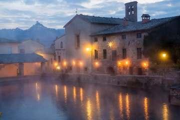 Bagno Vignoni in una giornata di pioggia la sera