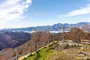 Croce a San Pellegrino in Alpe con vista sull'Appennino Tosco Emiliano