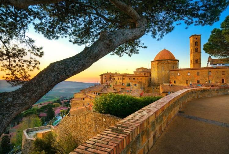 Vista di Volterra, borgo etrusco in provincia di Pisa