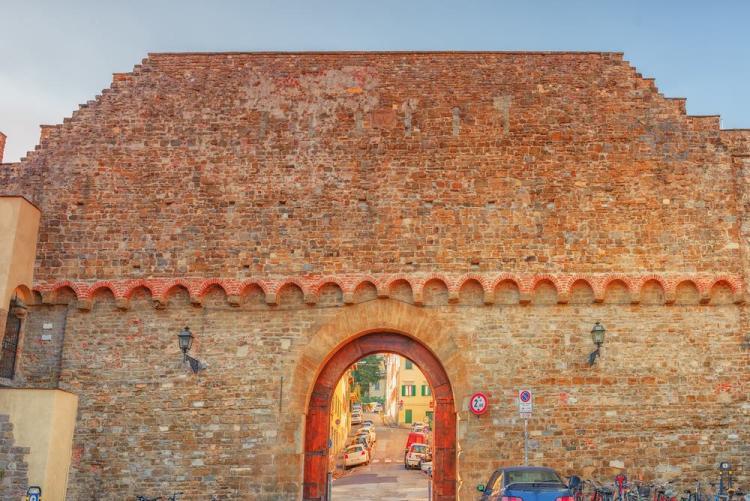 Porta San Miniato a Firenze si trova nel quartiere di San Niccolò