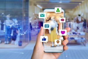 Telefono cellulare con icone dei principali social