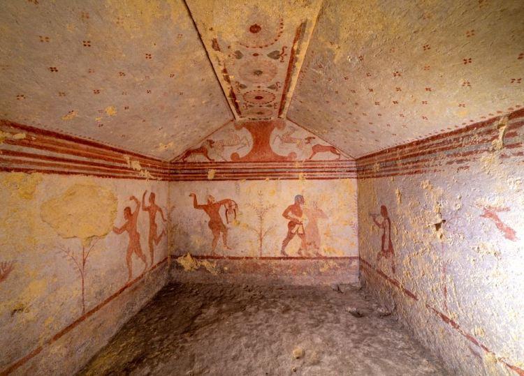 Dipinti in una tomba ipogeo etrusca a Tarquinia