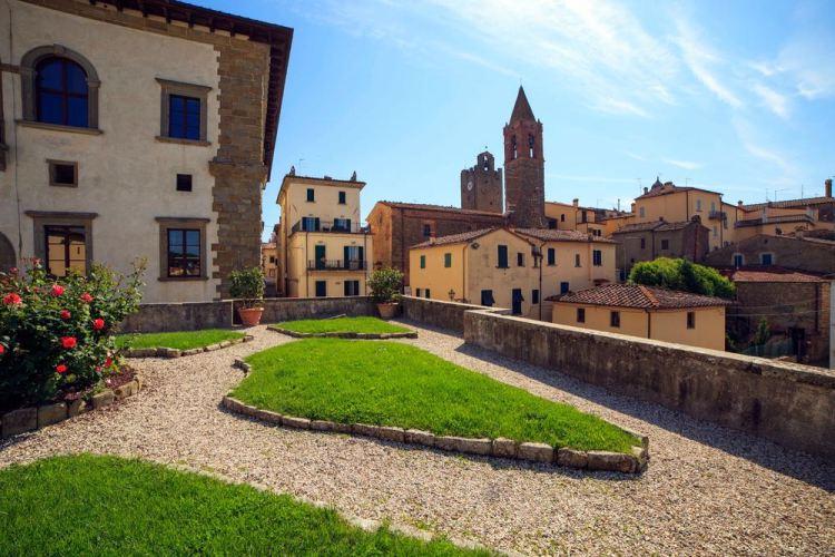 Vista del borgo toscano di Monte San Savino nella Valdichiana aretina
