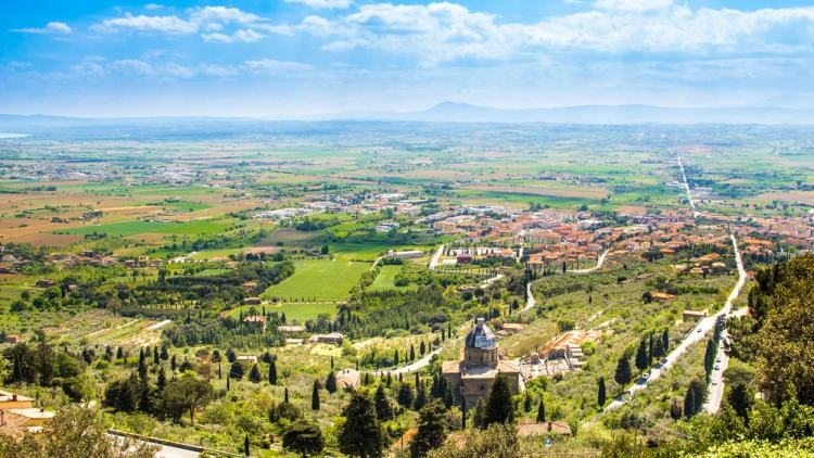 Vista della Valdichiana dal borgo di Cortona