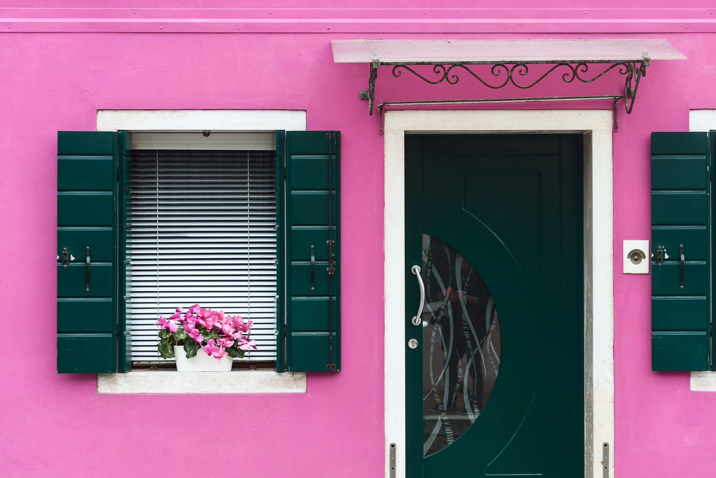Burano colors in spring photo tour