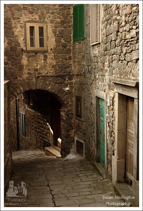 Green door, arch, tunnel, Stiappa