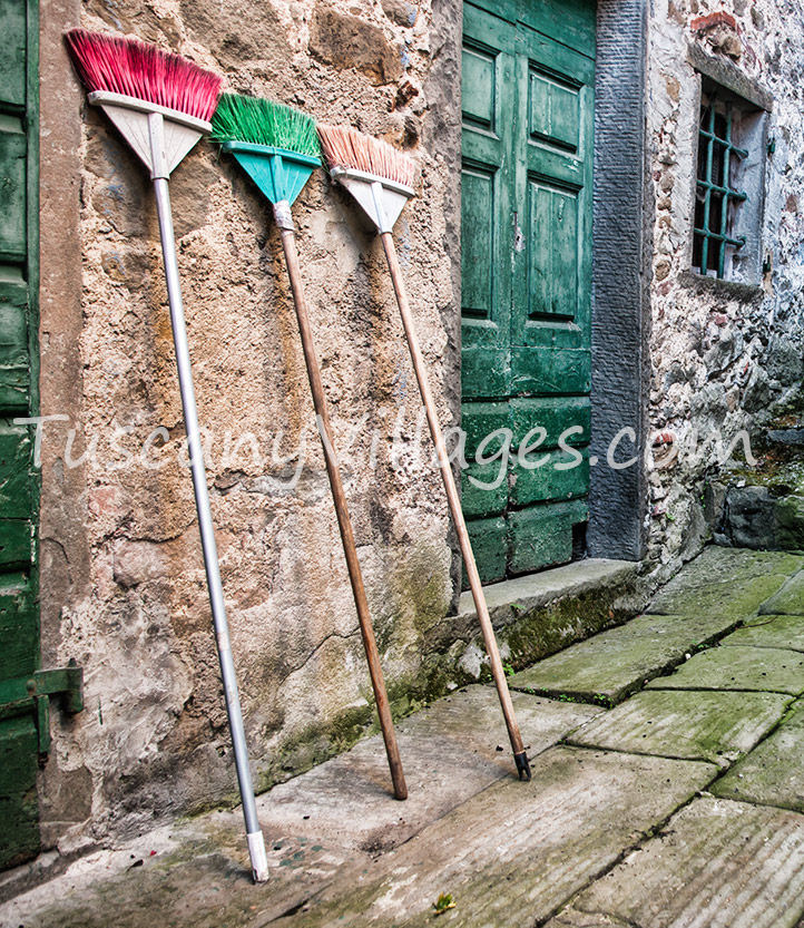 3 colour brooms