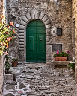 Characteristic door in Pontito courtyard