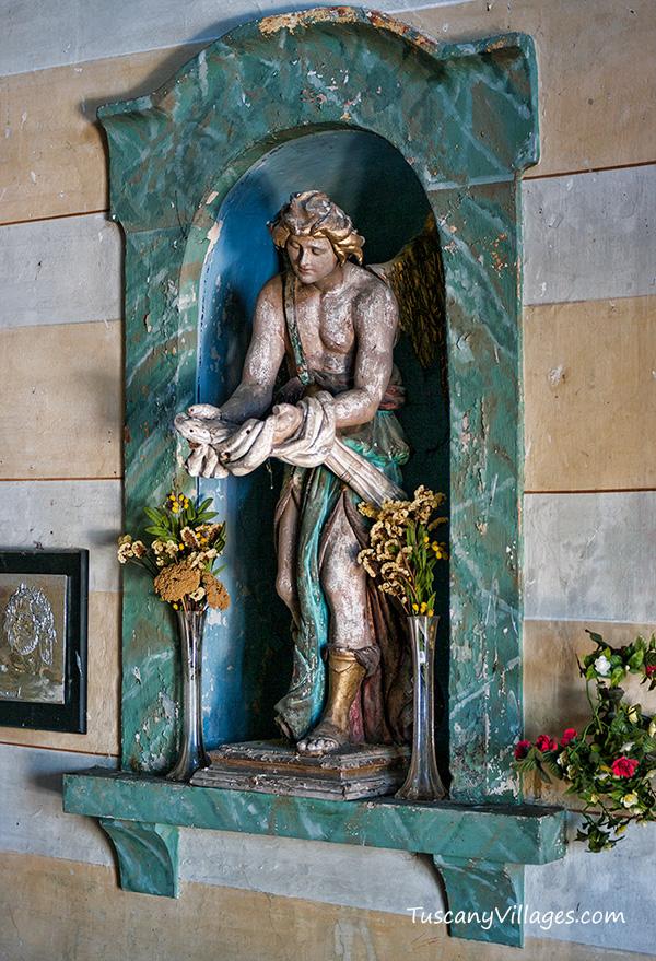 vellano-church-statue