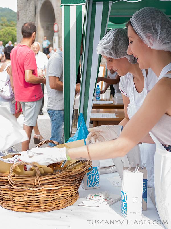 Stiappa-serving-food