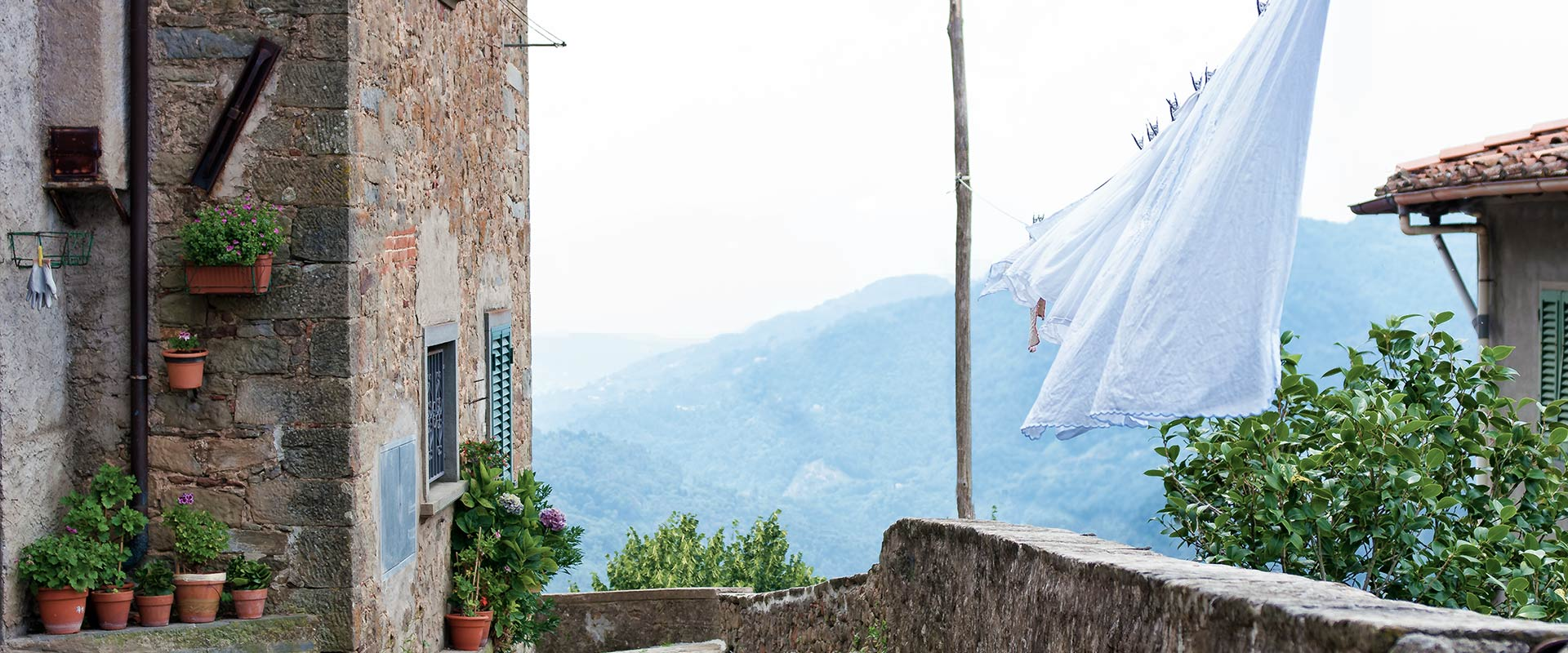Laundry in the wind, Tuscany, Vellano