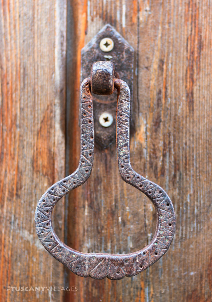 door-knocker-casoli-tuscany-villages