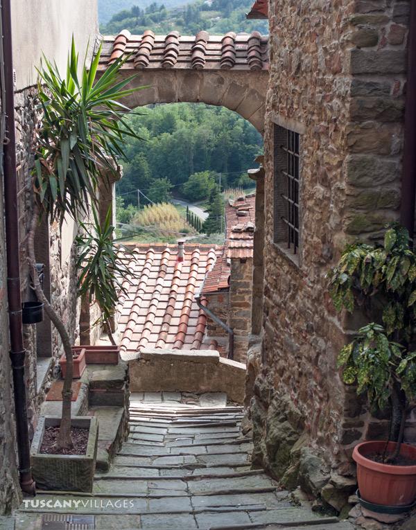 Castelvecchio-Arch-and-steps