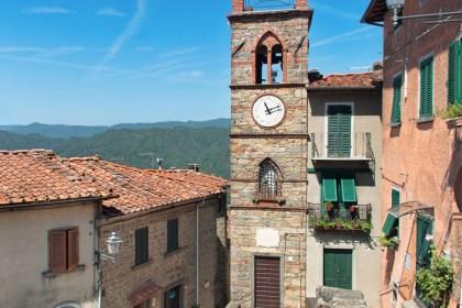 Vellano-Piazza-Tuscany-Pescia