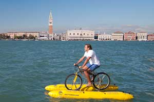 El Hotel Cipriani de Venecia organiza excursiones sobre bicicletas de agua