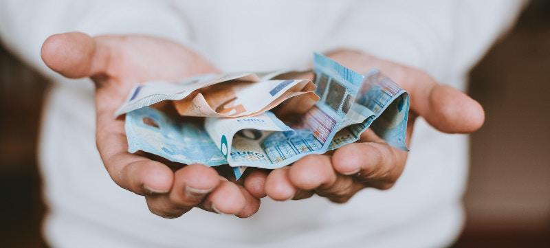 Depósito bancario vs. seguro de vida. ¿Qué es mejor para ahorrar?