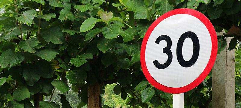 Cómo afecta al precio del seguro la reducción del límite de velocidad